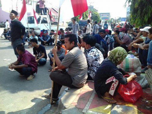 Massa Demo Dugaan Politik Uang Arinal-Nunik, Zubaidah Dapat Uang Betulan
