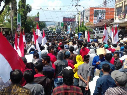 Aparat Polresta Bandar Lampung Hadang Massa Masuk Kantor Sentra Gakkumdu