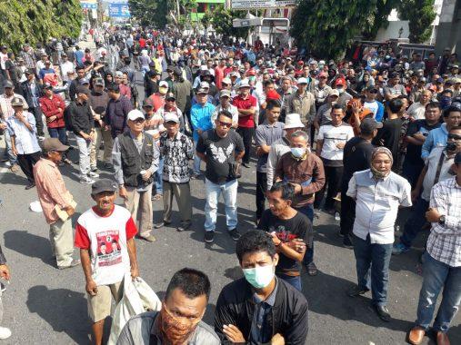 Tunggu Putusan Bawaslu Soal Politik Uang, Massa Kembali Demo di Sentra Gakkumdu