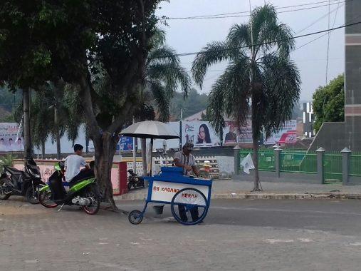 Hari Jumat, Pedagang Raup Untung Berkali Lipat Mangkal di Masjid Al Furqon Lungsir Bandar Lampung