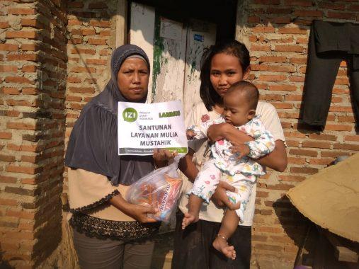 IZI Lampung Bagikan Makanan Tambahan 30 Balita Telantar