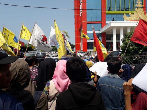 Tolak Penggusuran Pasar Griya, Pengunjuk Rasa Demo Kantor Pemkot Bandar Lampung