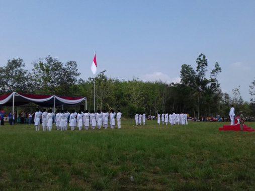 Upacara HUT RI di Tanjungsari, Anggota DPRD Lampung Selatan Puji Sartono Baca Teks Proklamasi