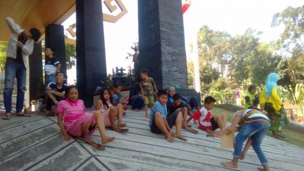 Anak-Anak Korban Gusuran Pasar Griya Sukarame Senang Bermain di Tenda Darurat Pelataran DPRD Bandar Lampung