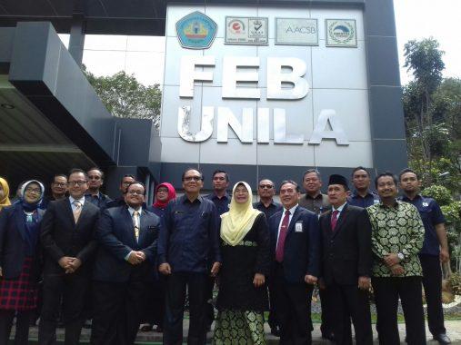 Advertorial: Rektor Unila Hasriadi Mat Akin Teken MoU dengan UiTM Malaysia