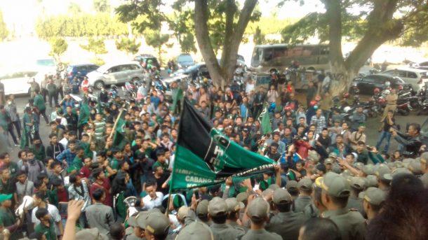 Demo di DPRD Lampung, Massa HMI Bandar Lampung Nilai Merah Rapor Jokowi