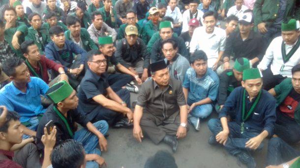Wakil Ketua DPRD Lampung Temui Massa Aksi HMI Bandar Lampung