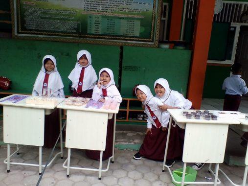 Pengajian TP PKK Lampung Selatan, Nanang Ermanto: Bina Keluarga dengan Baik