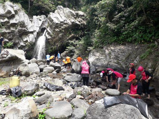 Perindah Taman Wisata Way Lalaan, Danone-Aqua Tanggamus Sumbang Ratusan Pohon