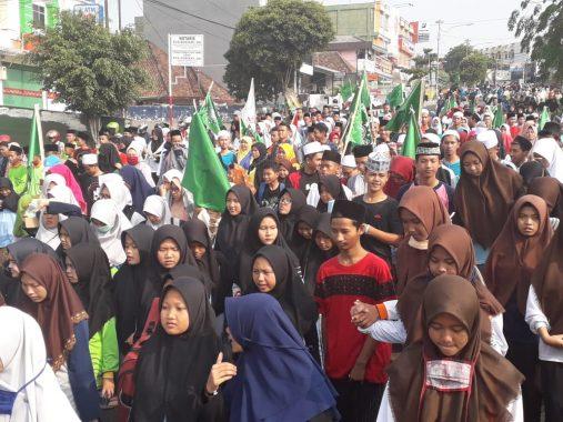 Ribuan Santri Se-Lampung Ikuti Jalan Sehat Sarungan