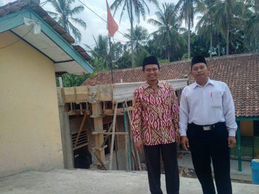 Kunjungi Sekolah Dasarnya, Mufti Salim Janji Sampaikan ke Kakanwil Kemenag Lampung Soal Ruang Kelas Baru