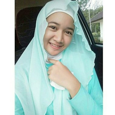 Model Hijab Lampung Ica: Tekun di Farmasi, Suka Bikin Lagu Menyanyat Hati