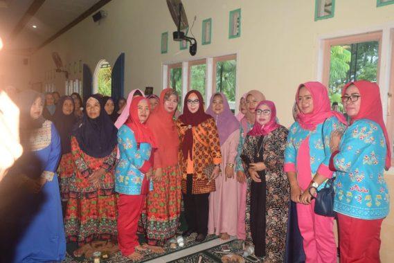 Bupati Tanggamus Dewi Handajani Tinjau Korban Banjir Pekon Umbar Kelumbayan