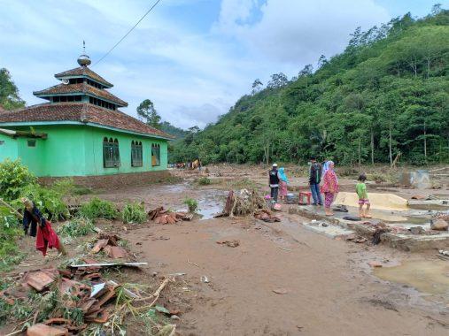 Lampung Berduka, Banjir Pekon Umbar Kelumbayan Sisakan Cerita Mendalam