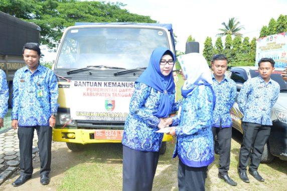 Bupati Tanggamus Dewi Handajani Lepas Tim Bantuan ke Pekon Umbar Kelumbayan