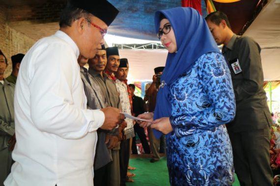 Bupati Tanggamus Dewi Handajani Beri Bantuan Keagamaan untuk 4 Kecamatan
