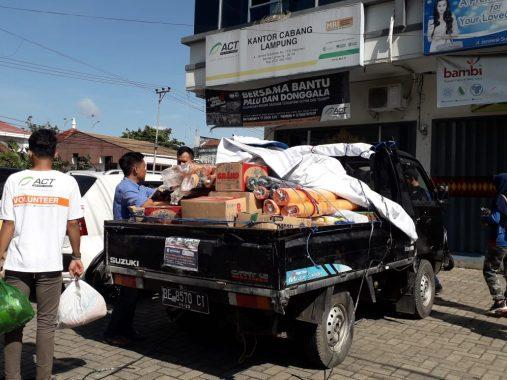 Relawan ACT Lampung dan Mahasiswa Darmajaya Berangkat ke Pekon Umbar Kelumbayan Bawa Bahan Pokok