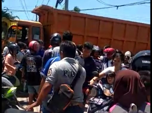 Rem Blong, Fuso Hantam Mobil dan Motor di Jalan Yos Sudarso Panjang, 1 Anak Meninggal