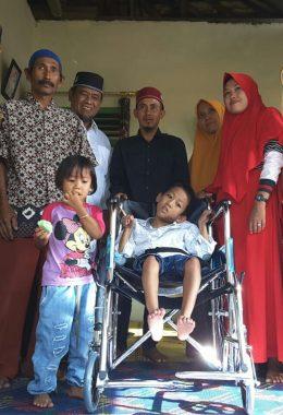 IZI Lampung Berikan Kursi Roda ke Seno Aji