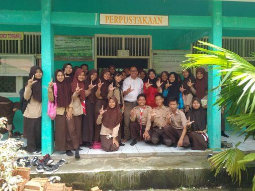 Pelatihan Jurnalistik SMAN 1 Semaka Tanggamus, Pemred Jejamo.com Adian Saputra Ajak Siswa Perangi Hoax