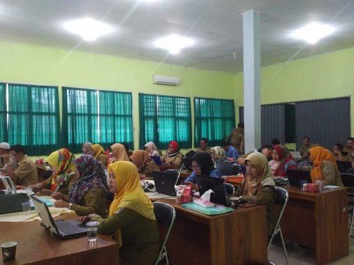 Dibimbing Pemred Jejamo.com Adian Saputra, 40 Guru SMAN 1 Kota Metro Mampu Tulis Artikel Topik Hari Guru
