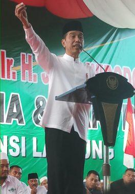 Kunjungan Kerja di Lampung, Presiden Jokowi Guyon Sebut Mau Tabok yang Suka Fitnah Dirinya