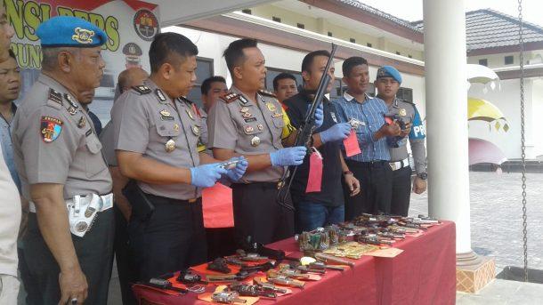 Puluhan Senjata Api Diserahkan Warga ke Polres Lampung Timur, 1 Pucuk Diduga untuk Buru Satwa Dilindungi