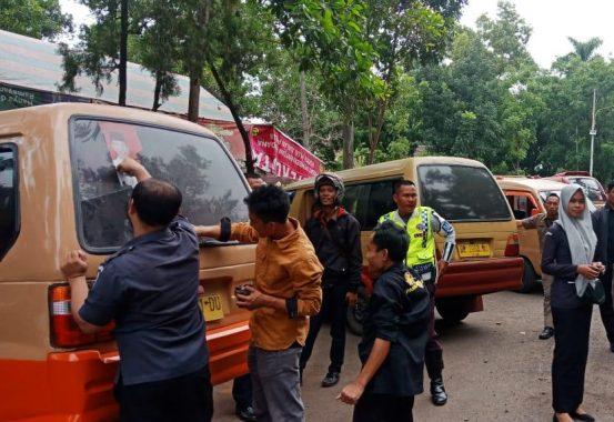 Bupati Tanggamus Dewi Handajani Lepas Relawan ke Kelumbayan