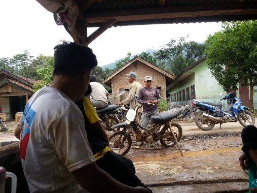 Bupati Tanggamus Dewi Handajani Hadiri Maulid Nabi di MTs Miftahul Huda Semaka