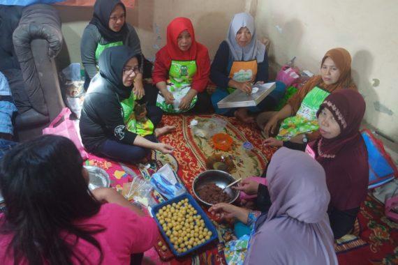 Forum Puspa Ajak Warga Enggal Bandar Lampung Usaha Bikin Kue