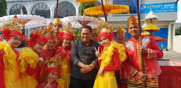 Ketua IKA FKIP Unila Hadiri Pawai Seni dan Budaya