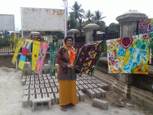 Advertorial: Dewan Kerajinan Nasional Daerah Lampung Timur Latih Ibu-Ibu Membatik