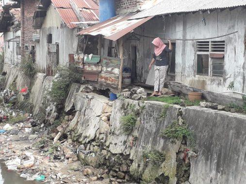 Bandar Lampung Diguyur Hujan Deras, Fondasi Rumah Warga Dekat Sungai Ambles