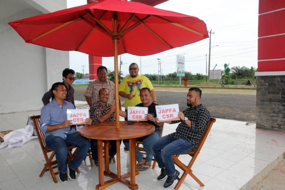 PT Japfa Comfeed Salurkan CSR Meja Payung di GOR Way Handak Kalianda