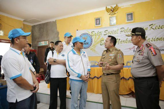 Gubernur Ridho Ficardo Dampingi Kepala BNN Heru Winarko Kunjungi Korban Tsunami