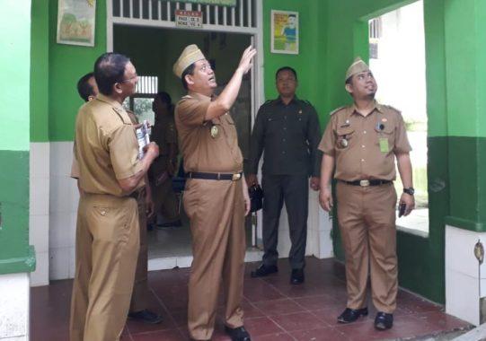 Kunjungi SDN 1 Kunjir, Nanang Ermanto Beri Bantuan Siswa Korban Tsunami