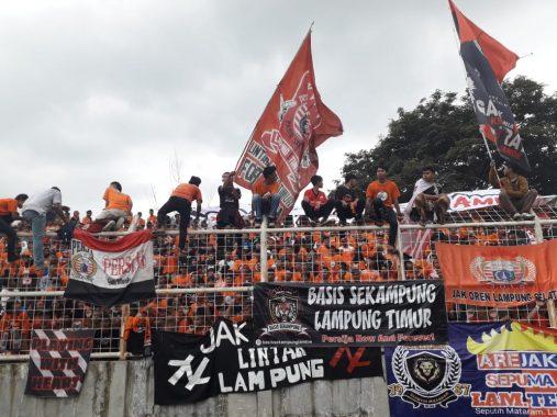 Ribuan Penonton Saksikan Laga Amal Pra-PON Lampung Vs Persija Jakarta di Stadion Sumpah Pemuda PKOR Way Halim