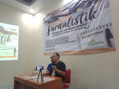 Pemred Jejamo.com Adian Saputra Paparkan Tips Menulis Rilis pada Lokakarya Jurnalistik ACT Lampung di Rumah Dinas Ketua DPRD Kota Metro Anna Morinda