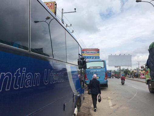 Bus Ngetem di Sekitaran Bundaran Hajimena Dikeluhkan Warga