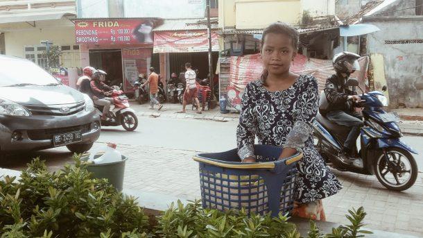 Dela Jualan Pempek Kelilingi Pasar Tugu dan Kampungsawah Bandar Lampung, Ingin Bangunkan Rumah untuk Ayah dan Ibu