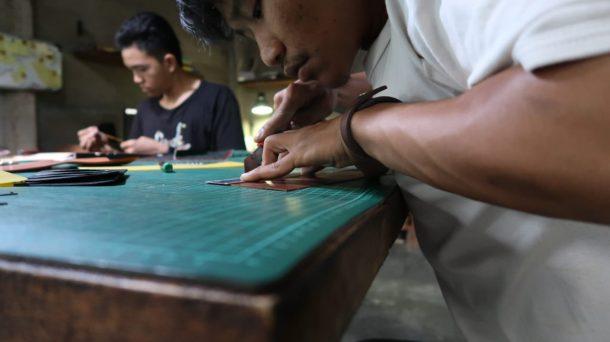 Ayub Adhi Sasmita Profil Perajin Kulit di Bandar Lampung, Usung Produk Lokal Berkualitas