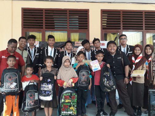 ACT Lampung-Duta Pelajar Kemanusiaan Beri Perlengkapan Sekolah SDN 2 Way Muli Lampung Selatan
