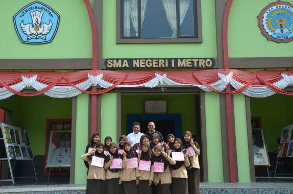 Anggota Ekskul Jurnalistik Solusi SMAN 1 Kota Metro Diklat Menulis Berita