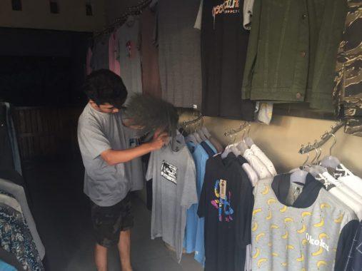Iqbal Nurhadi Jual Pakaian di Way Kandis Tanjungseneng demi Hajikan Orangtua