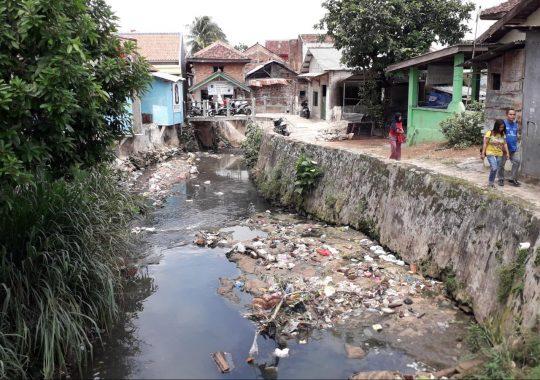 Warga Jalan Dr. Harun 1 Kotabaru Bandar Lampung Pilih Buang Sampah di Kali, Alasannya Gini Banget