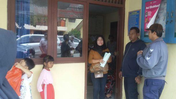 Seratusan Warga Kebonjeruk Bandar Lampung Terima Sertifikat Tanah di Kantor Lurah Setempat