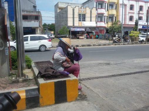 Santi Pengamen Tunanetra Asal Pinangjaya Bandar Lampung, Bahagia Bisa Kerja Tanpa Jadi Peminta-Minta