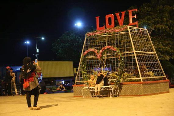 Disnakertrans Lampung Beri Bantuan Korban Tsunami di Lampung Selatan