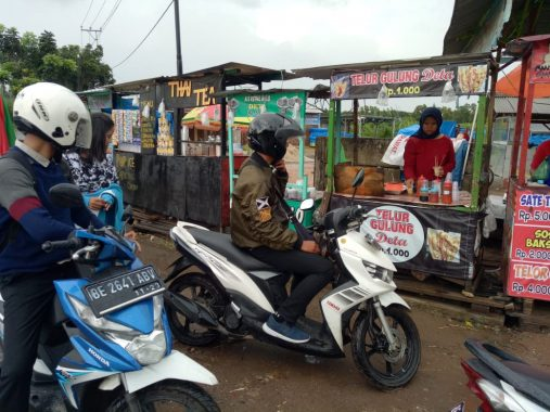 Septia Menjemput Rezeki dengan Jualan Telur Gulung di PKOR Way Halim Bandar Lampung