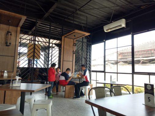 Kafe Eatboss Jalan Monginsidi Bandar Lampung, Siap Perlakukan Pengunjung Layaknya Bos